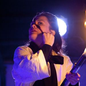 Lotta Kaihua som prinsessan Hamlet på Q-teatteri.
