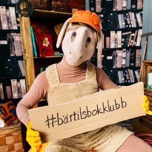 Fåret Bärtil med hashtagadressen bärtilsbokklubb