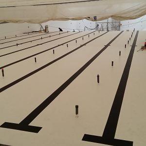 50-metersbassängen är målad i vitt med svarta linjer under renoveringen våren 2017.