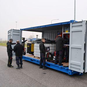 container som innehåller oljebekämpningsmateriel