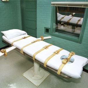 En brits där en fånge ligger för att få en dödsbringande injektion