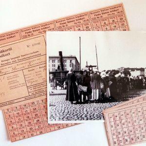 Ransoneringskort från år 1917-1918 och en brödkö från 1917.