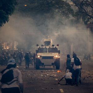 Demonstranter drabbade samman med kravallpolis i Caracas och flera andra städer