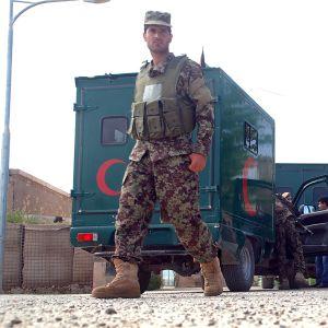Militärens ambulanser vid basen i Mazar-i-Sharif på lördag morgon. 22.4.2014