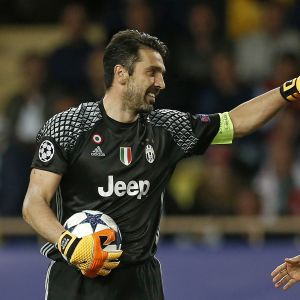 Gianluigi Buffon och Kylian Mbappé i semifinalerna i Champions League 2016-2017.