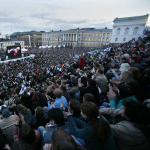 Bild från Senatstorget i Helsingfors under finalen av ESC 2007