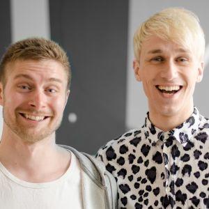 Christoffer Strandberg och Oskar Sandqvist poserar framför en vägg.