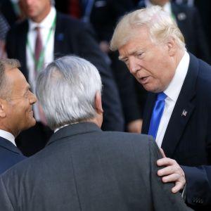 USA:s president Donald Trump,  Europeiska rådets ordförande Donald Tusk och EU-kommissionens ordförande Jean-Claude Juncker  på EU-toppmötet i Bryssel den 25 maj 2017.