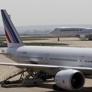 Terminal 2, Charles de Gaulle i Roissy nära Paris