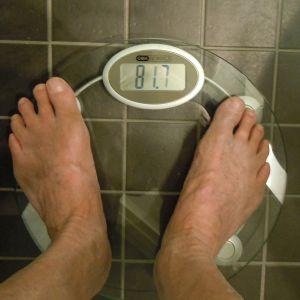 Våg som visar 81,7 kg