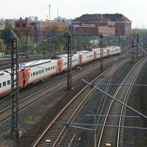 Kaksi junaa Pasilan ratapihalla