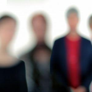 neljä ihmishahmoa
