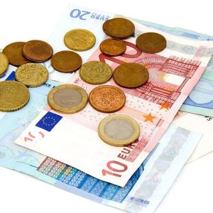 Euroseteleitä ja -kolikoita