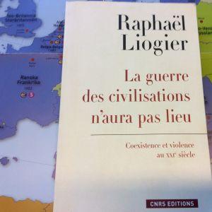 kuva kirjasta Euroopan kartan päällä