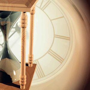tiimalasi ja kellotaulu