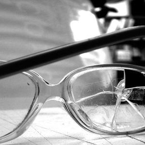 Särkyneet silmälasit