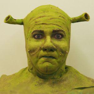 Petrus Kähkönen Helsingin kaupunginteatterin Shrek-musikaalin päätähtenä 2016.