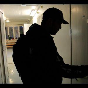 Henkka avaa elinkautissellin ovea