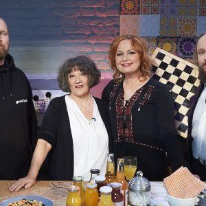 Kirjojen Suomi: Pilkun jälkeen.  Kuvassa Karri Miettinen, Monika Fagerholm, juontaja Niina Repo ja Mike Pohjola.