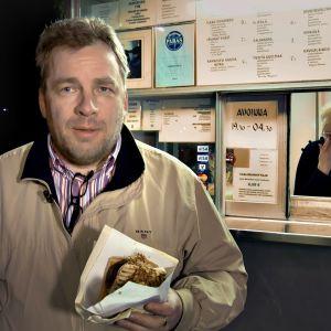 Arto Merisalo grillillä