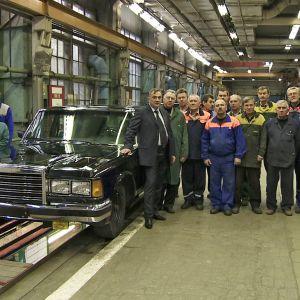 ZiL-loistoauto ja sen tekijät tehtaalla