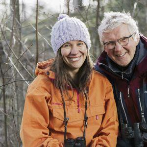 Minna Pyykkö ja Pirkka-Pekka Petelius kutsuvat tutkimaan lähiluontoa ja seuraamaan kevään etenemistä.