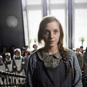 Klaus Härön draamaelokuva kertoo vahvan nuoren naisen taistelusta elämän puolesta 1950-luvun Ruotsissa.