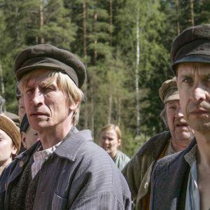 Väinö Linnan romaaneihin perustuva draamasarja herättää henkiin väkevän ja värikkään aikakauden Suomen historiassa.
