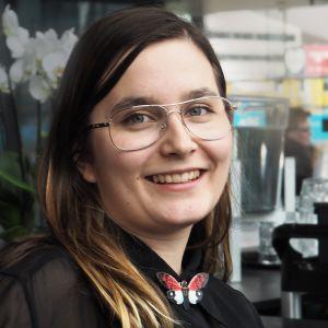 Äänitaiteilija ja musiikkikasvatuksen opiskelija Tytti Arola.