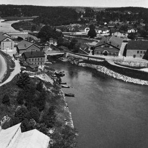 Helsingin Vanhakaupunki. Etualalla Hämeentie, oikealla Kuninkaankartanonsaari. 1932.