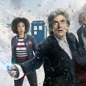 Doctor Who'n jouluspesiaali 2017: Bill Potts (Pearl Mackie) ja kaksi Tohtoria (Peter Capaldi, David Bradley).