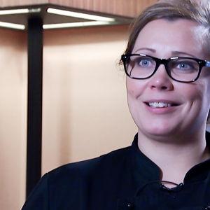 Mira Helén haastattelukuvassa