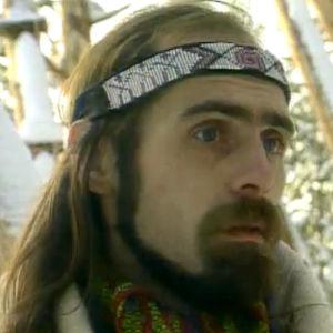 Elämäntapaintiaani Ogtsjn kertoo leiristä (1993).