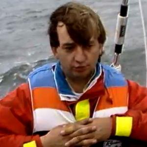 Hjallis Harkimo valmistautuu maailmanympätipurjehdukseen (1985).