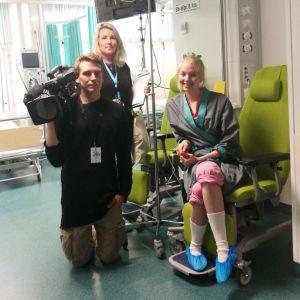 Elossa 24h-sarjan kuvausryhmä Tampereen yliopistollisessa sairaalassa