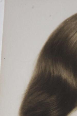 Anni Ahlstöm vanhassa kuvassa