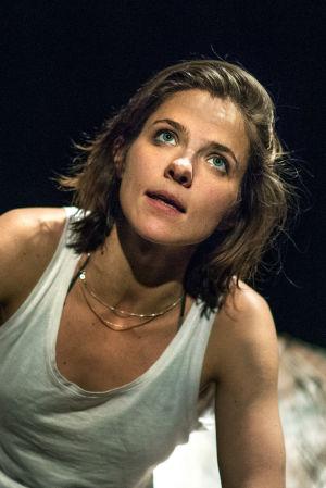 Anna Paavilaisen Play Rape  kertoo teatteriraiskauksista.