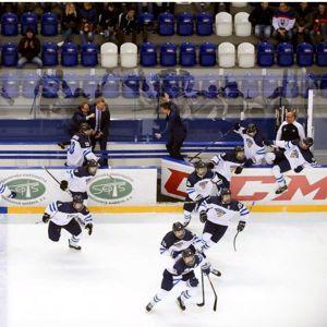Finländarna firar efter avgörandet i kvartsfinalen mot Slovakien.