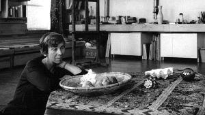 Tove Jansson i sin ateljé