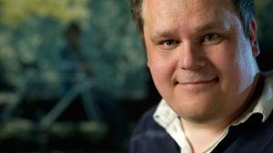 jukka isojoki, programledare för vegatoppen, nöjesfredag, lördax