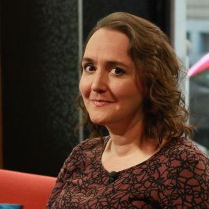 Johanna Koljonen är författare, kritiker och programledare.