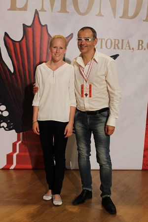 Harmonikansoittaja Viivi Maria Saarenkylä opettajansa Renzo Ruggierin kanssa harmonikansoiton MM-kilpailuissa Kanadassa 2013.