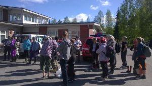 Frivilliga samlades för att tvätta stränderna utanför Brahestad måndagen den 2.6.