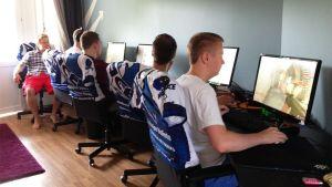 Team Menace treenaa Pelaajatalossa Vantaalla