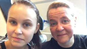 Jane käymässä Monan luona reissun jälkeen. Selfie.