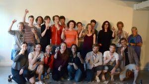 Skådespelare, regissörer och krafter bakom Projekt Schimmelpfennig efter avslutat jobb i Hangö. Hatten av!