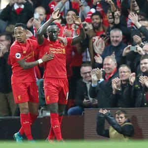 Sadio Mané (t.h.) och Nathaniel Clyne firar Liverpools första mål.