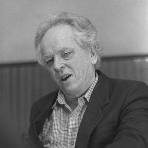 Kirjailija Veijo Meri kotonaan vuonna 1987