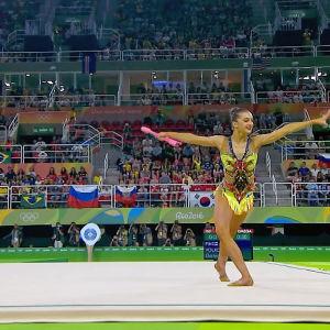 Rytminen kilpavoimistelija Katja Volkova tatamilla Rion olympialaisissa.