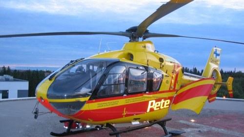 Helikopter flog in i elledning